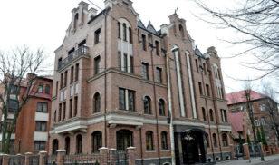 Фотография обновленного фасада здания Европейской промышленной группы